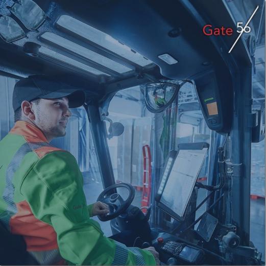 Gate56 Mitarbeiter sitzt im Truck